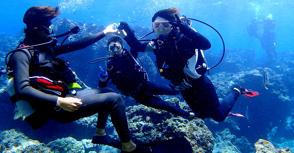 """【Okinawa Blue Cave & Parasailing】 Popular """"marine leisure high side"""" popular set of experiencing diving and parasailing!"""