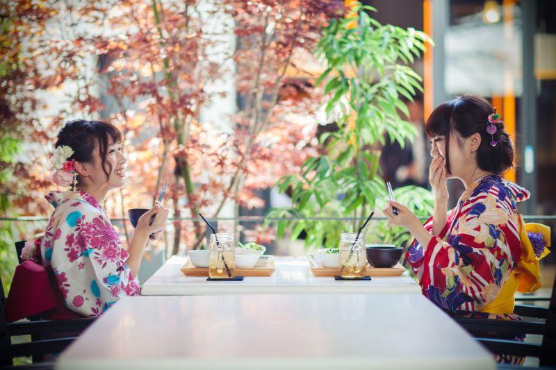 คามาคูอาหารกลางวันชุดกิโมโน