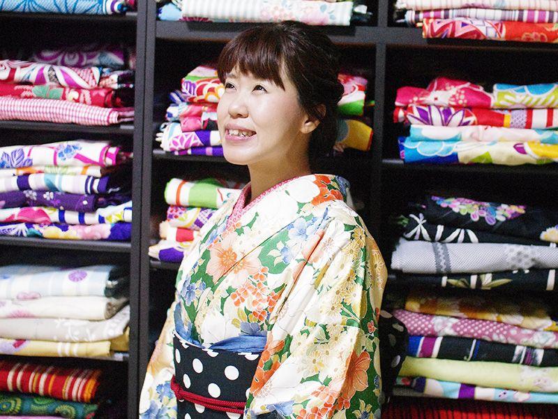ศ. Sawa กิโมโนเช่า Kokoroyui (ที่นี่ Yui) พนักงานนิยม