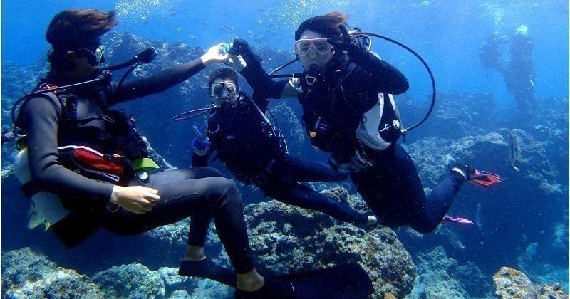 沖縄・青の洞窟体験ダイビングとパラセーリングのセットプランで南国マリンレジャーを満喫せよ!!