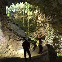 ケイビング(洞窟探検)